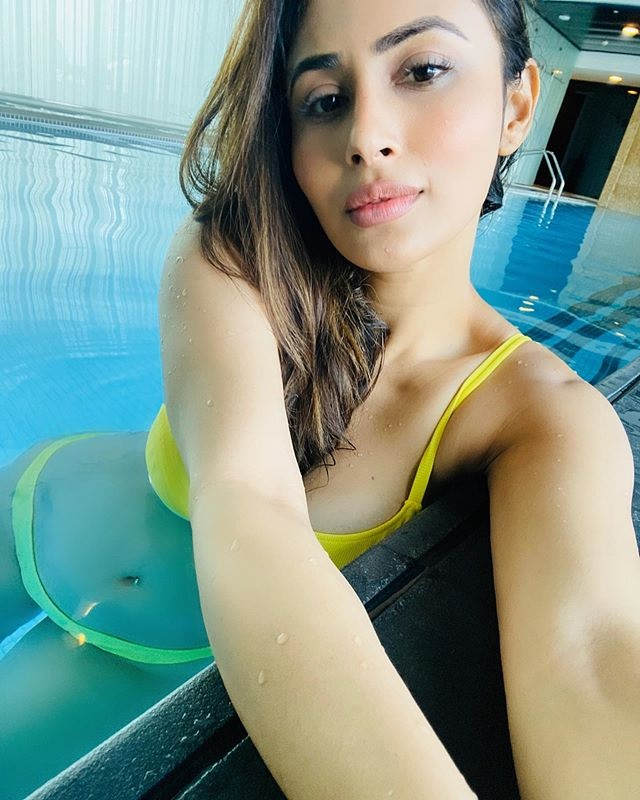 Mouni Roy Hot Photoshoot, Age, Height, Boyfriend, Family, Biography- Latest Video & News 2020-21  Mouni Roy Biography, Age, Wiki, Career, Photos, Social Media Bollywood most sexiest actress mouni roy latest picture