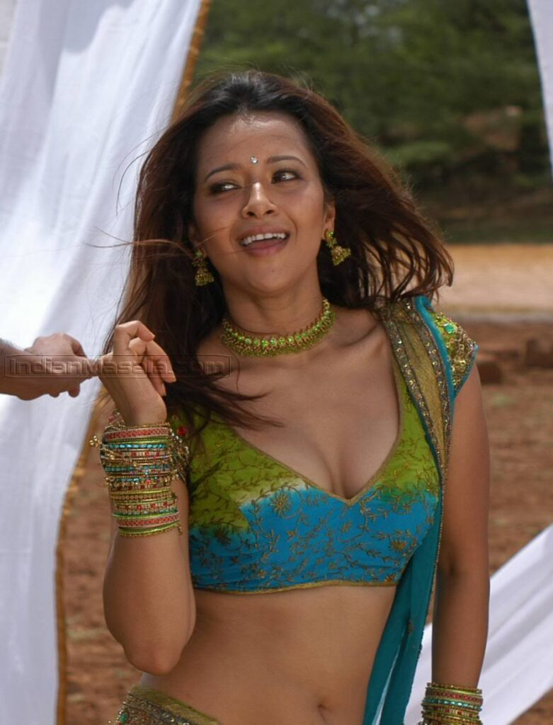Tamil hot actress reema sen  Reema Sen Biography, Wiki, Height, Age, BF, Indian Telugu Actress, Latest News, Photos, Movie, Song Tamil hot actress reema sen 781x1024