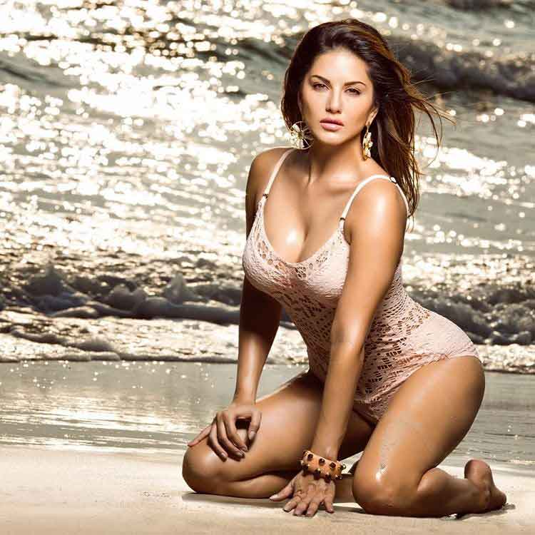 Sunny Leone share calendar Girl HD Wallpaper 2020  Sunny Leone Instagram Photos 'Take your Blues away 😘 12 days of summer love in!' Share Hot Picture April 2020 sunny leone share calender girl wallpaper pics
