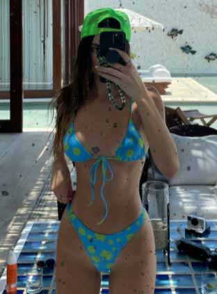 Hollywood Actress Kendall Jenner Makes Summer Chic and Fabulous with her Bright Blue Bikini Photos