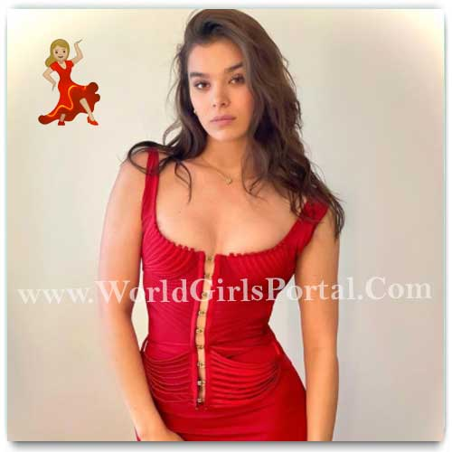 Latest Beautiful Model Hailee Steinfeld Picture Collection, Photo Gallery, Video, IGTV, Images, Shooting, Modeling Studio